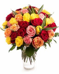 Vrei să cuprinzi într-un buchet toate sentimentele tale frumoase față de cineva drag? Alege un buchet multicolor, cu trandafiri. O bogăție de culori într-un buchet elegant potrivit pentru a fi oferit cu ocazia unei aniversări, a zilei de naștere sau pentru a felicita pe cineva pentru un succes remarcabil.