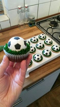 Voetbal cupcake Best Picture For oreo Soccer Cake For Your Taste You are looking for something, and Football Cupcake Cakes, Soccer Cupcakes, Soccer Birthday Cakes, Cupcake Cookies, Soccer Cake Pops, Soccer Ball Cake, Soccer Birthday Parties, Football Birthday, Soccer Party