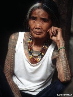 Whang-Od (Fang-Od), 94 year-old tribal tattoo artist, Kalinga in the Philippine Cordilleras. http://www.edmaration.com/2013/12/fang-od-whang-od-last-tribal-tattoo.html