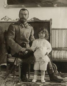 Tsar Nicholas II of Russia with his son and heir,Tsarevich Alexei Nikolaevich Romanov of Russia. Tsar Nicolas, Tsar Nicholas Ii, Zar Nikolaus Ii, February Revolution, Familia Romanov, Anastasia Romanov, House Of Romanov, Alexandra Feodorovna, Imperial Russia