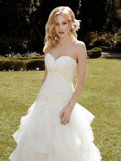 #handkerchiefdress #whiteweddingdress #strapless (1035×1380)