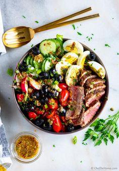 Nicoise Salad (Tuna Niçoise) Nicoise Salad is a Mediterranean Salad bursting wi. Tuna Steak Recipes, Seafood Recipes, Salad Recipes, Fish Recipes, Keto Recipes, Healthy Recipes, Seared Tuna Salad, Tuna Nicoise Salad, How To Cook Tuna