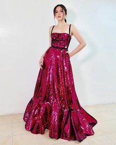 Gorgeous for the Golden Dove Awards Filipina Actress, Filipina Beauty, Evening Dresses, Prom Dresses, Formal Dresses, Red Gowns, Salvador Dali, Best Actress, Lady In Red