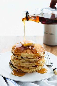 Luftig leichte Amerikanische Pfannkuchen. In drei ganz einfachen Schritten traditionelle American Pancakes zubereiten – die Zutaten hast du alle schon!