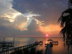 VRBO.com #223440 - Private Pier on Copano Bay, 2/2 Home, Sunset, Underwater Lighting - I'm thinking this would be great for Thanksgiving. No cooking...just fun.