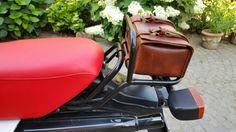 Werkzeugtasche Leder 4 mm für Enduro Bmw r80 gs, Honda Africa Twin, Ktm, Suzuki Enduro cross. Reine Handarbeit mit naturfarbenem Leder gealtert und von Hand genäht. 24x15x11h Maßnahmen