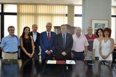«Άνοιγμα» στους παραγωγικούς φορείς της Λάρισας έκανε σήμερα το Πανεπιστήμιο Μακεδονίας υπογράφοντας σύμφωνο συνεργασίας με το Επιμελητήριο της πόλης, με στόχο τις κοινές δράσεις που