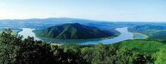 The Danube Bend, Hungary http://visitbudapest.travel/activities/budapest-vicinity/danube-bend/