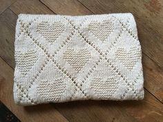 Πλεκτή βρεφική κουβέρτα καρδιές Christmas Knitting Patterns, Baby Knitting Patterns, Crochet Patterns, Cross Stitch Patterns, Quilt Patterns, Bubble Blanket, Arm Knitting, Knitting Needles, Granny Square Crochet Pattern