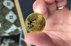 První mince z certifikovaného zlata připomíná 100 . výročí od konce 1. světové války. Autor fotografií François Tancré /Představení první mince z certifikovaného zlata v pařížské mincovně/ 14.5.2018