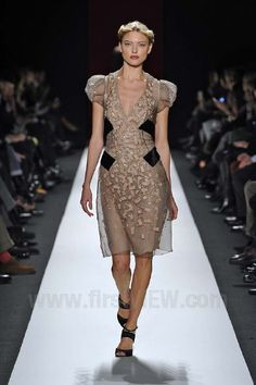 Carolina Herrera - Ready-to-Wear - Runway Collection - Women  Fall / Winter 2013