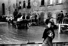 Photograph of the historical flood in Wetzlar (1920), taken by Oskar Barnack  with the prototype Leica