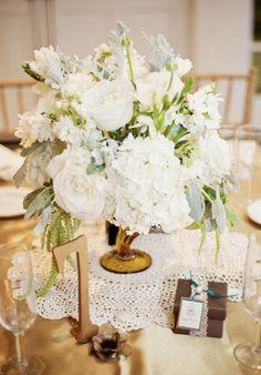 Daily Wedding Flower Inspiration. #wedding #weddings #wedding_flowers #wedding_cake Photographer: Blaine Photography