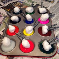 CA PHG younger preschool Cotton Wool Ball Painting. Great messy play idea for toddlers and babies. Eyfs Activities, Painting Activities, Infant Activities, Activities For Kids, Preschool Painting, Color Activities, Preschool Worksheets, Indoor Activities, Preschool Ideas
