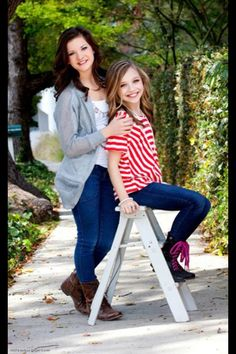 Brooke Hyland and Maddie Ziegler. #Dancemoms #Brookehyland #Maddieziegler