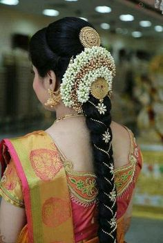 Amazing Photo gallery of South Indian Bridal Hairstyles & Poojadai(Veni). Get Inspired from our Brides's Wedding look. South Indian Wedding Hairstyles, Bridal Hairstyle Indian Wedding, Bridal Hair Buns, Bridal Braids, Bridal Hairdo, Indian Bridal Makeup, South Indian Hairstyle, Bridal Henna, Saree Hairstyles