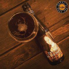 Porque segunda feira também é dia né?  Essa daqui ou você a ama  ou você a odeia . ___ Eu amo. ___ Muito  #duchesse #beer #pornbeer #beergasm #beerporn #beergram #instabeer #beeroftheday #beerphoto #bebamenosbebamelhor #bebalocal #cervejadeverdade #cervejaartesanal #cervejaespecial #vidacomcerveja #tcherveja #lajehomepub #confraria27 #mulherescervejeiras #beer #cerveja #bier #birra #cerveza