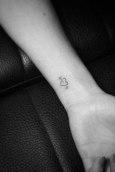 Love to fitness Spine Tattoos, Finger Tattoos, Arm Tattoo, Body Art Tattoos, Hand Tattoos, Small Tattoos, Cool Tattoos, Hunter Tattoo, Tattoo Signs