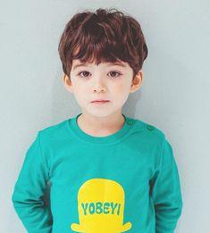 Jeon Jeongguk, a young leader of the most powerful gang in Korea, Ban… Cute Asian Babies, Korean Babies, Asian Kids, Cute Babies, Cute Baby Boy, Cute Little Boys, Cute Boys, Beautiful Children, Beautiful Boys
