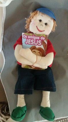 Boneco de pano contador de histórias bíblicas