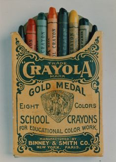 Crayola Crayons, 1903 by Binney & Smith: Inspired by her students who longed for color, Alice Binney and Harold Smith mixed small batches of hand-mixed pigments, paraffin, talc and other waxes. Vintage Love, Vintage Ads, Vintage Designs, Vintage Yellow, Vintage Style, Vintage Packaging, Packaging Design, Crayola, Mellow Yellow
