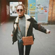 """""""NEW POST on the blog ✌️ featuring one of my go to outfits and my @fredsbruder_live cross body vintage bag  link in my bio#fredsbruder #taschenlust"""""""