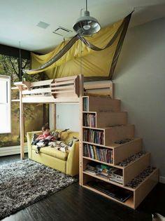 Kinderzimmer Einrichtung Hochbett  Holz hell Regalsystem integriert Lampe Zelt Spiele Sofa Teppich