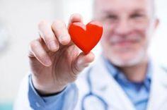 Cómo prevenir infartos.-Antes de abordar las recomendaciones acerca de cómo prevenir infartos, es muy importante tener claros cuáles son los factores que inciden en su aparición con el fin de controlarlos. Entre los factores que aumentan la posibilidad de padecer enfermedades cardiovasculares y que no podemos modificar destacan:  Antecedentes familiares, quienes cuentan con familiares directos que han padecido infartos tienen mayor posibilidad de sufrirlos. El sexo, esta condición es más…