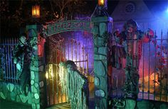 Win Knott's Scary Farm Tickets & Front Of Line Wristbands! Halloween Graveyard, Halloween House, Holidays Halloween, Halloween Diy, Happy Halloween, Halloween Stuff, Halloween 2019, Halloween Fence, Michaels Halloween