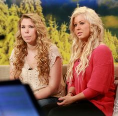 Chelsea Houska (right) want her hair color! p.s what's up with her eyebrows?! she looks so different