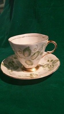 Windsor Bone China Made in England Tea Cup and Saucer #354/52 Gold Trim