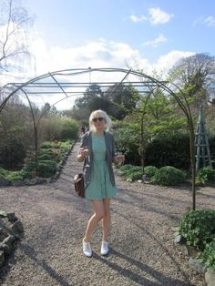 What I wore to my friend Claire's wedding last year. Blazer - Charlotte Russe Dress - Pull And Bear Brogues - Primark Bag - Gift And yes that is 2 glasses of bubbly I'm holding ;D