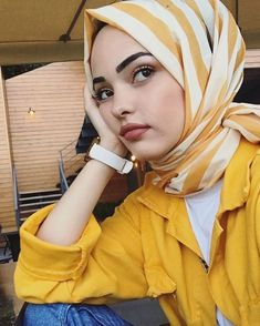 Image may contain: 1 person sitting hat and closeup Tesettür Eşarp Modelleri 2020 Hijab Chic, Hijab Elegante, Modest Fashion Hijab, Modern Hijab Fashion, Casual Hijab Outfit, Muslim Fashion, Cute Fashion, Hijab Fashionista, Cute Muslim Couples