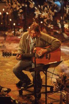 Kurt Cobain (Nirvana) at MTV Unplugged Nirvana Kurt Cobain, Kurt Cobain Quotes, Banda Nirvana, Nirvana Band, Rock And Roll, Dave Grohl, Eddie Vedder, Rock Internacional, Club 27
