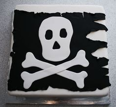 Pirate birthday cake • CakeJournal.com