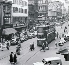 Leeds: Briggate. 1957. Beeston Leeds, Leeds City, Yorkshire England, West Yorkshire, Old Pictures, Old Photos, Vintage Photos, Old West, Public Transport