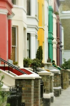 Considered one of London's more fashionable and cosmopolitan areas, Notting Hill is known for its popular Portobello Road antiques market, a...