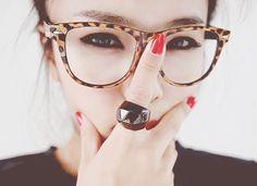 óculos grandes + acrílico estampado