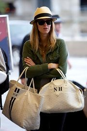 Nicky Hilton Canvas Tote - Nicky proves that two is better than one, carrying a white monogrammed Jeanne tote with a larger St. Goyard Handbags, Goyard Tote, Goyard Luggage, Nicky Hilton, Love Clothing, Celebrity Outfits, Fashion Bags, Fashion 101, Handbag Accessories
