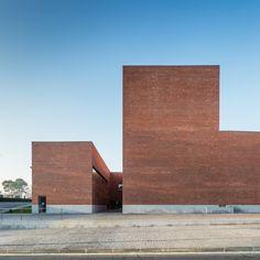 Gallery of Gallery: Public Auditorium in Llinars del Vallès by Alvaro Siza + Aresta Arquitectura - 5
