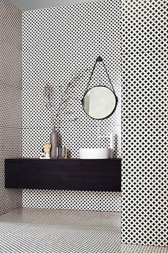 Tagina Ceramiche d'arte at Cersaie 2014 with Deco D'Antan - black and white bathroom / salle de bains - noir et blanc