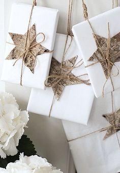 Pacchetti regalo natalizi originali creativi 50 idee uniche personalizzare regali incartare carta regalo lavagna spago rami impacchettare con biscotti foto