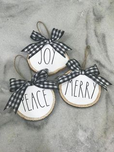 10 DIY Christmas Ornaments To Deck Your Halls In 2019 christmasornaments christmas diychristmasornaments Christmas Wood, Diy Christmas Ornaments, Country Christmas, Christmas Angels, Christmas Projects, Winter Christmas, Holiday Crafts, Christmas Decorations, Wood Ornaments