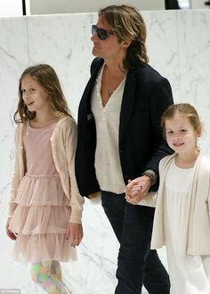 Keith Urban is a Beautiful man with his two lovely Daughters!!!!!!!!!!!!!