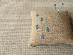 Raindrops Pincushion by barefootshepherdess. Gotes de pluja en un coixinet per a les agulles