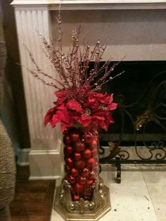 Take a look of few amazing Christmas centerpiece ideas for decoration which are time and money saving as well. Christmas Arrangements, Christmas Centerpieces, Xmas Decorations, Table Centerpieces, Christmas Vases, Christmas Flowers, Noel Christmas, Winter Christmas, Christmas Wreaths