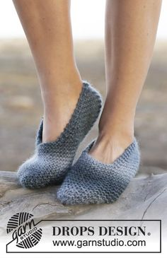 Knitted DROPS slippers in garter st in Big Delight. Free pattern by DROPS Design.