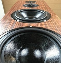 Here are the plans for a pair of DIY floor standing speakers with good bass response, using budget drivers from Dayton Audio. Bluetooth Speaker Amplifier, Diy Amplifier, Diy Speakers, Built In Speakers, Best Floor Standing Speakers, Loudest Portable Speakers, Dayton Audio, Speaker Plans, Audio Engineer