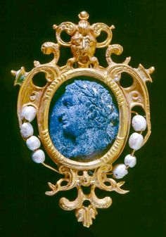 Cameo necklace, Span, c. 1588, gold, lapis lazuli, pearl, Northern Ireland, 4.1 x 2.7 cm. One of a set of 12 lapis lazuli Cameos of Roman Emperors. Remarkably this cameo was found many years after the original excavation by designated diver in 1998. A certain controversy exists as to the identity of the Emperors represented: Robert Stenuit considers them to be Byzantine, including Michael first Rhangabe (r. 811-813), Stauratius and Constantine second (r. 337-340)'.