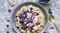 Havregrøt med blåbær og brunt sukkersmør – Ida Gran-Jansen Breakfast Bowls, Recipe Of The Day, Granola, Acai Bowl, Oatmeal, Food And Drink, Lunch, Diet, Meals